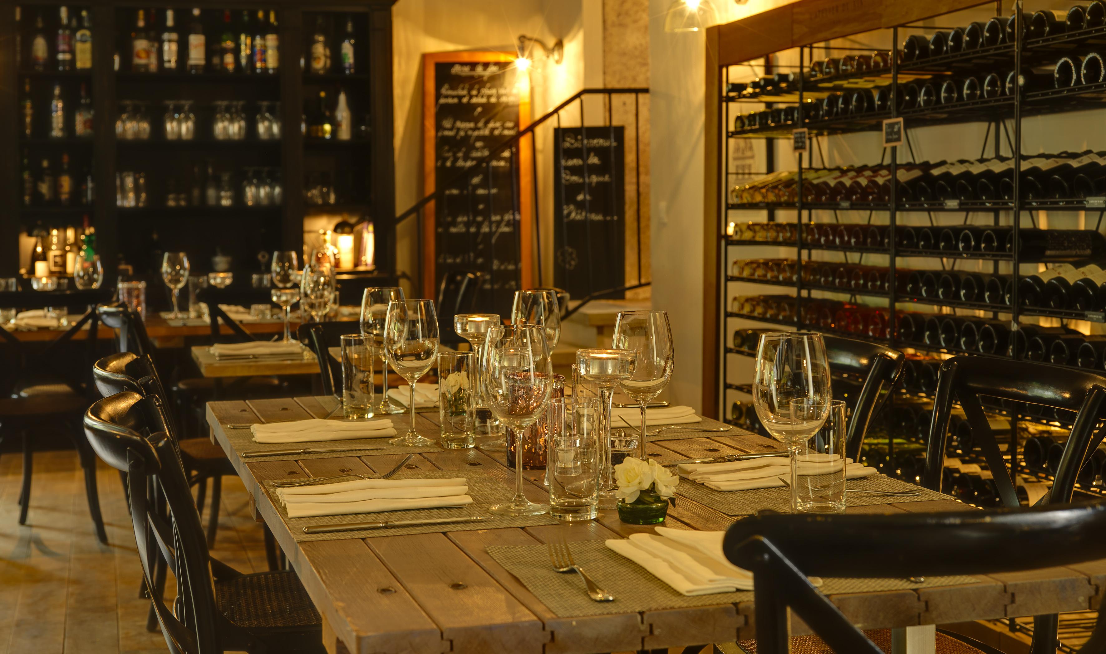 Les Carrasses propose une offre haut de gamme sur la thématique vin : un modèle à suivre