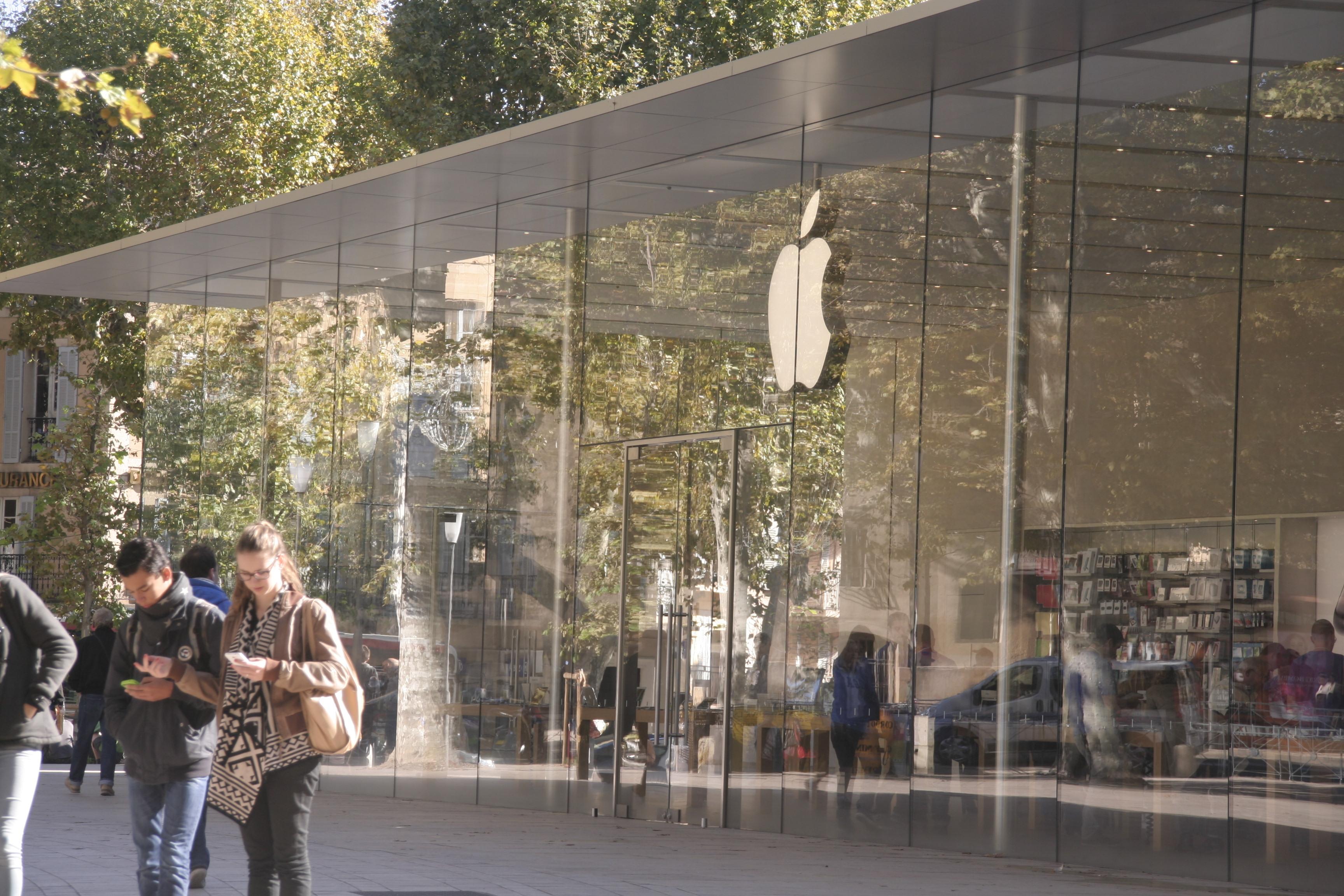Le Mac Store d'Aix en Provence propose le free WiFi captant ainsi la masse des visiteurs